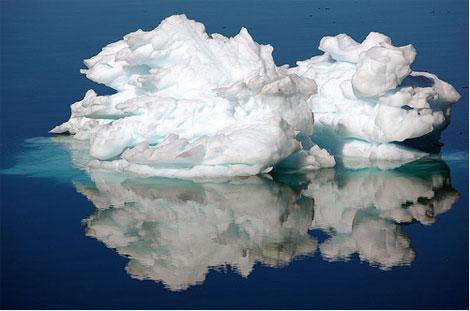 Greenland-iceberg-zinnie-1